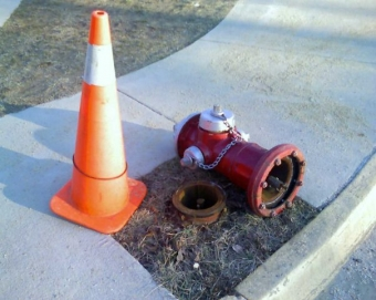 Fire_hydrant_knocked_over.jpg